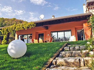 Comfortable House with Internet Access and Shared Outdoor Pool - Spinone Al Lago vacation rentals