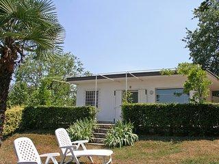 Comfortable 2 bedroom House in Peschiera del Garda with Shared Outdoor Pool - Peschiera del Garda vacation rentals