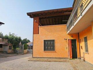 Bright 2 bedroom Condo in Peschiera del Garda with A/C - Peschiera del Garda vacation rentals
