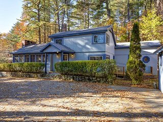 Private 4BR House-Walk to Cranmore!Cable,WiFi,Pets OK!10 Min to Storyland! - North Conway vacation rentals