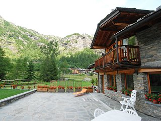 Beautiful House with Television and Microwave - Arvier vacation rentals