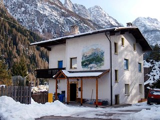 Bright 3 bedroom Alleghe Apartment with Balcony - Alleghe vacation rentals