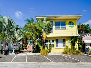 Palm Place Unit 4 - Royal Palm 1,000 sq ft of FUN - Clearwater Beach vacation rentals
