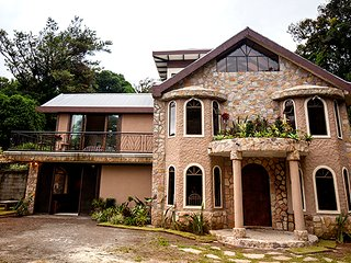 Nice House with Mountain Views and Fireplace - Monteverde Cloud Forest Reserve vacation rentals