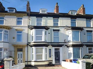 FLAT 1, modern ground floor apartment, WiFi, parking, Bridlington, Ref: 942056 - Bridlington vacation rentals