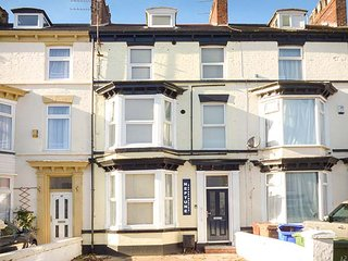 FLAT 2, contemporary apartment, WiFi, parking, Bridlington, Ref: 942061 - Bridlington vacation rentals