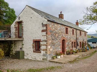 RUM BUSH COTTAGE, stone cottage, hot tub, pet-friendly, Dufton, Appleby-In-Westmorland, Ref 945053 - Appleby-in-Westmorland vacation rentals