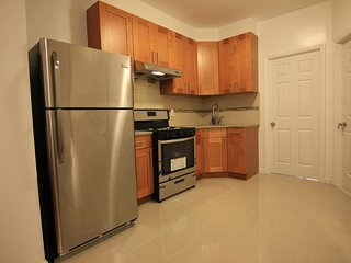 Charming 3 BR, 17 Minutes to Times Square! - Woodside vacation rentals