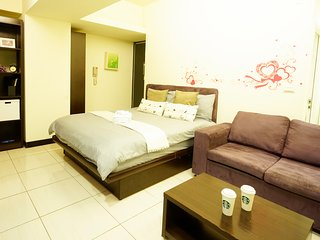 Taichung City 逢甲 一中 旅宿 ★浪漫房★ - Taichung vacation rentals
