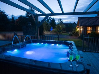 Luxury Apartment  private indoor pool & hot tub, just 20 mins from Edinburgh - Bathgate vacation rentals