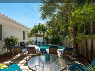 CASA CARMELA, a chic SALTY BUNGALOW: across from beach, clean, green, pet friend - Lauderdale by the Sea vacation rentals