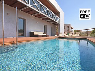 Holiday rentals villa in Escala with pool and view - L'Escala vacation rentals