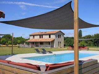 Bright 4 bedroom Saint-Etienne-de-Villereal Villa with Deck - Saint-Etienne-de-Villereal vacation rentals