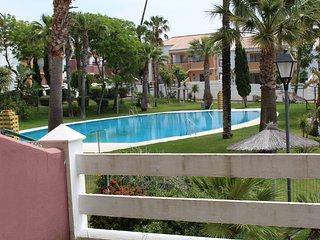 Cozy 2 bedroom Novo Sancti Petri Condo with Shared Outdoor Pool - Novo Sancti Petri vacation rentals