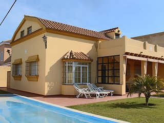 Lovely 5 bedroom Condo in Chiclana de la Frontera - Chiclana de la Frontera vacation rentals