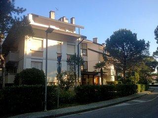 Comfortable 2 bedroom Lignano Sabbiadoro Apartment with A/C - Lignano Sabbiadoro vacation rentals