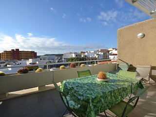 Beautiful 2 bedroom Poris de Abona Apartment with Internet Access - Poris de Abona vacation rentals