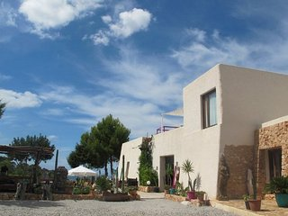Villa Miguel, Beautiful Restored 4 Bedroom Finca, Panormaic Sunset & Sea Views - Cala Gracio vacation rentals