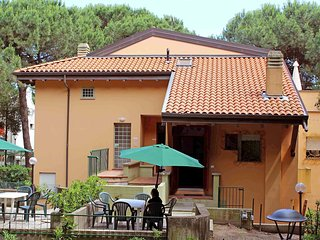 Comfortable 2 bedroom Rosolina Apartment with A/C - Rosolina vacation rentals