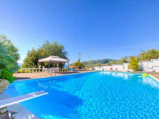 Sea View HolidayVilla x8 +2p ♥ Pool 4Bedrs 3Bathrs ☼Pool ☼WiFi ☼Garden ☼Parking - Castellonorato vacation rentals