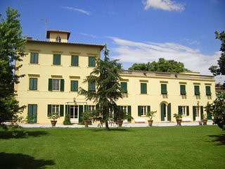 Bright 15 bedroom House in San Giuliano Terme - San Giuliano Terme vacation rentals