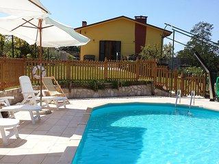 Cozy 2 bedroom Camaiore Condo with Internet Access - Camaiore vacation rentals