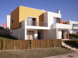 RR PL-Outstanding villa in Bom Sucesso/Lagoa de Obidos with heated private pool. - Leiria vacation rentals