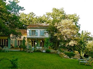 Cozy Villa with Parking and Washing Machine - Aix-en-Provence vacation rentals