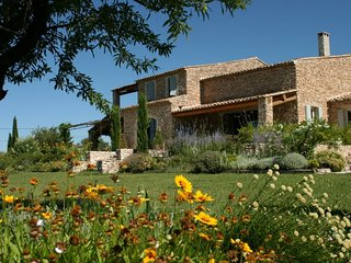 Lovely Villa with Parking and Washing Machine - Gordes vacation rentals
