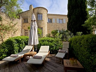 Charming Villa with Washing Machine and Fireplace - Avignon vacation rentals