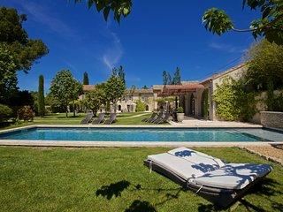 Perfect 16 bedroom Saint-Remy-de-Provence Villa with Sauna - Saint-Remy-de-Provence vacation rentals