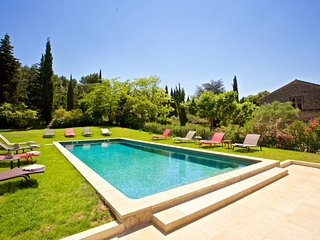 Gorgeous Villa with Parking and Washing Machine - Saint-Remy-de-Provence vacation rentals