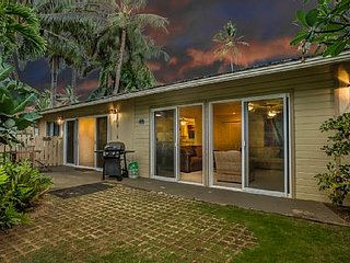 2bdr - Steps Away from Your Own Slice of Heaven! - Kailua vacation rentals