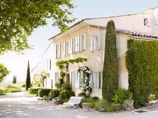 Charming 5 bedroom Avignon Villa with Shared Outdoor Pool - Avignon vacation rentals