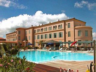 Comfortable 1 bedroom Tirrenia Condo with A/C - Tirrenia vacation rentals