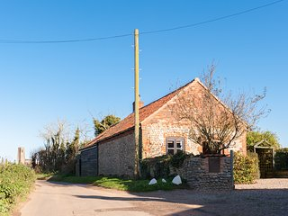 Bramble Cottage, charming converted barn, dog friendly, in a seaside village - Happisburgh vacation rentals