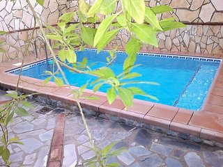 Casa Rural – Comfortable, 3-bedroom house in El Bosque with a swimming pool and Jacuzzi – sleeps 8! - El Bosque vacation rentals