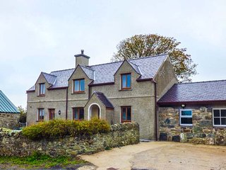 CAER MOEL, superb farmhouse, en-suite, WiFi, Smart TV, walks from the door, Caernarfon, Ref 944182 - Caernarfon vacation rentals