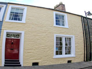 THE TOWNHOUSE, family-friendly, character holiday cottage, with a garden in - Aberdeenshire vacation rentals
