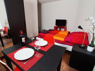 ZH Cranberry ll - Oerlikon HITrental Apartment Zurich - Zurich vacation rentals