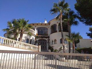 Nr MORAIRA CASTILLO del SOL, Nr GOLF COURSE, Sleeps 10 Private Pool wifi UKTV - Benissa vacation rentals
