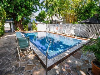 Colony Caylpso - A quaint 1 Bedroom Cottage just two blocks to Duval - Key West vacation rentals