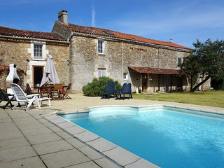 Gorgeous 3 bedroom Vacation Rental in Bazoges-en-Pareds - Bazoges-en-Pareds vacation rentals