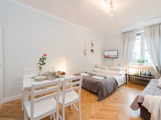 Studio Apartment Plac Bankowy 4 - Warsaw vacation rentals