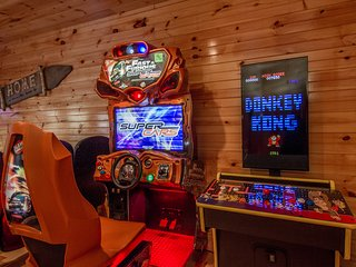Luxurious Cabin With Amazing Gameroom - Gatlinburg vacation rentals