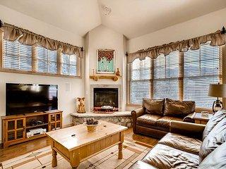 3BR, 3BA Lofty Breckenridge Condo by Slope 9 - Private Garage & Hot Tub - Breckenridge vacation rentals