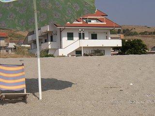 Grande appartamento al mare con accesso diretto alla spiaggia - Riace vacation rentals