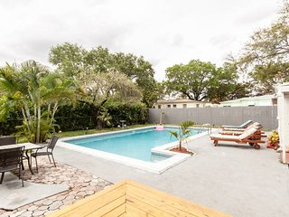 Spacious 5 bedroom House in North Miami - North Miami vacation rentals