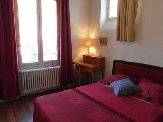 BUDGET APARTMENT FULLY FURNISHED IN CENTRAL PARIS - Paris vacation rentals