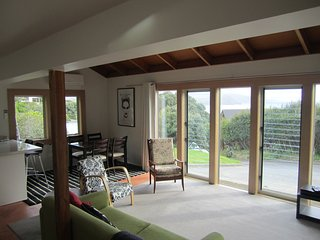 """Suite Karehana, Wellington, NZ - Wellington vacation rentals"